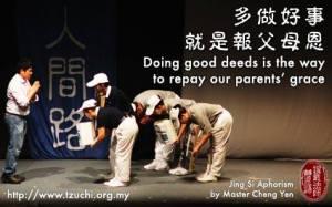 Banyak berbuat hal baik adalah cara untuk membalas budi orangtua.